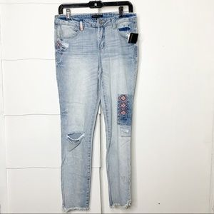 NWT Signature studio embroidered raw hem jeans
